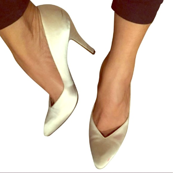 2c81da1ed7d Vintage Yves Saint Laurent Satin Heels Pumps 8. M_5ab105a1a825a6cdddc1af3d